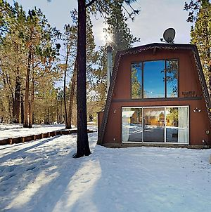 Cozy Bungalow With Fireplace, Minutes To Skiing! Cabin photos Exterior