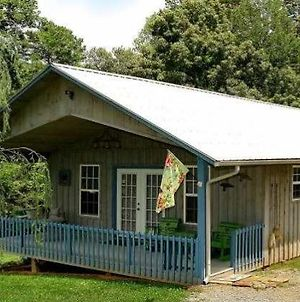 Country Cottage - 2 Bedrooms, 1 Baths, Sleeps 6 Cabin photos Exterior