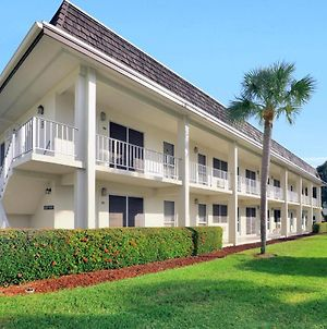 Southwinds B-2 photos Exterior