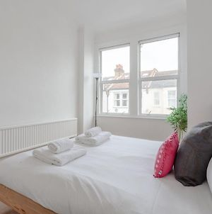 Spacious 4 Bedroom House Close To Tooting Station photos Exterior