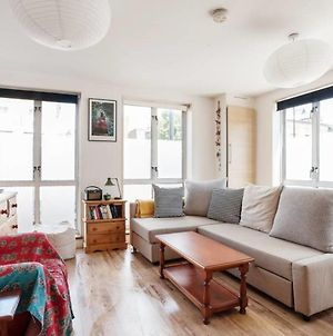 Quirky 1Bed Sleeps 4, 10 Mins To Mile End Tube photos Exterior