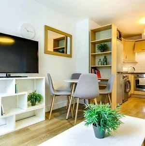 Chic 1Bed Sleeps 2 Near Waterloo 1 Min To Tube photos Exterior