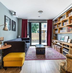Contemporary, Cosy 2 Bed Flat W/Patio In Limehouse photos Exterior