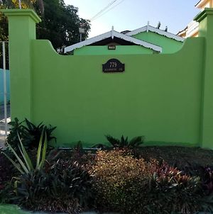Wild Palm Villa Cozy 2Br/1Ba Bungalow W/ Backyard Oasis photos Exterior