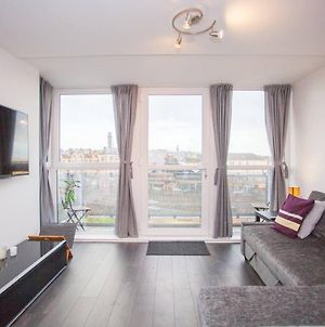 Stylish And Modern City Centre Flat With Balcony photos Exterior