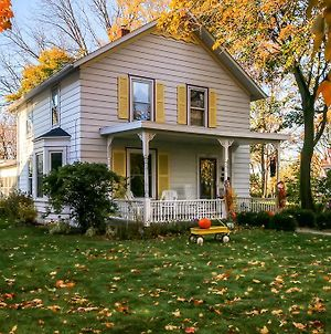 Historic Home With Sunroom - 5 Mi To Lambeau Field! photos Exterior