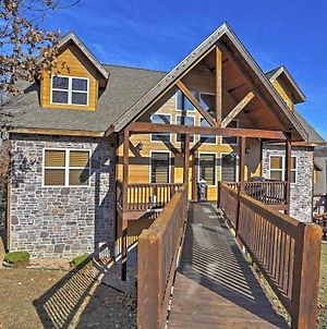 Beautiful Branson Resort Cabin With Mountain Views! photos Exterior