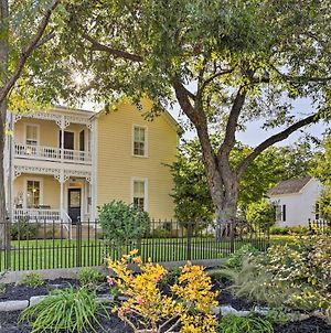 Charming Fredericksburg Home-1 Block From Main St! photos Exterior