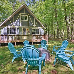 Cozy Poconos Chalet With Fire Pit And Spacious Deck! photos Exterior