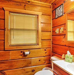 Studio Log Cabin In Sevierville With Private Hot Tub! photos Exterior
