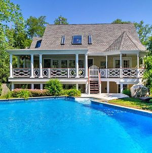Luxurious Shelter Island Hideaway With Pool! photos Exterior