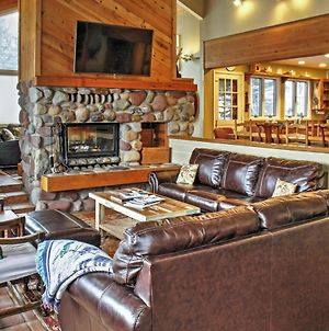 Spacious Snowmass Home With Private Hot Tub & Views! photos Exterior