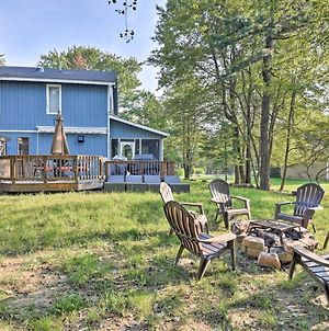 Spacious Lake Harmony Home With Hot Tub And Fire Pit! photos Exterior