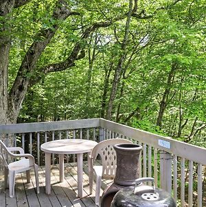 Charming Bushkill Home With Large Deck & Pool Access! photos Exterior