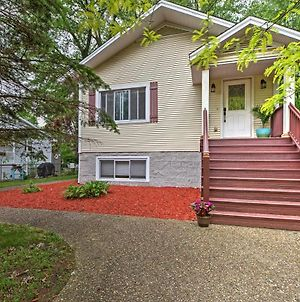 Union Pier Home With Large Deck, Hot Tub And Backyard! photos Exterior