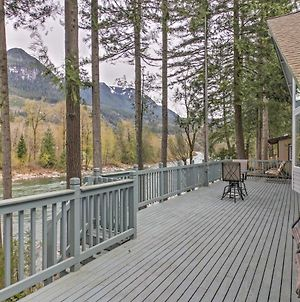 Exquisite Gold Bar Home With Deck On Skykomish River photos Exterior