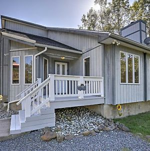 Chalet-Style Albrightsville Home With Games And Deck! photos Exterior