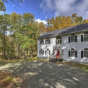 Spacious Bushkill House With Hot Tub, Deck & Games! photos Exterior