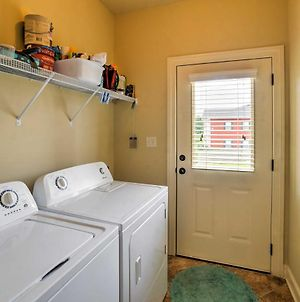 Bright Oxford Townhouse With Pool Access And Patio! photos Exterior