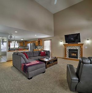 Large Cleveland Home With Fire Pit, Backyard & Bar! photos Exterior
