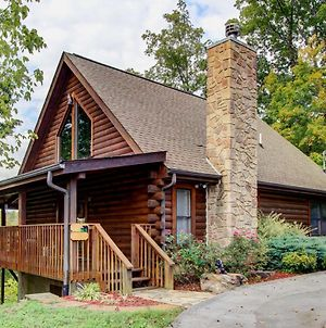Rustic Sevierville Cabin With Spacious Porch And Views! photos Exterior