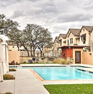 Upscale And Modern Austin Townhome With Pool Access! photos Exterior