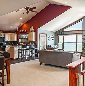 Spacious Edgerton Home With Private Beach And Views! photos Exterior