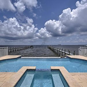 Lavish Waterfront Home With Pool And Shared Dock! photos Exterior