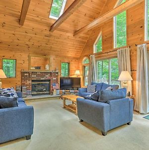 Pocono Cottage With Deck And Fire Pit, Walk To Pool! photos Exterior