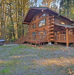 Custom Riverfront Log Home Near Stevens Pass! photos Exterior