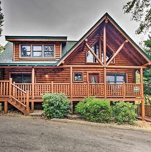 Spacious Pigeon Forge Resort Cabin With Hot Tub photos Exterior