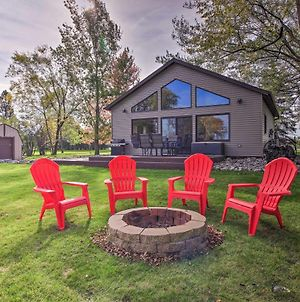 Waterfront Cabin In Detroit Lakes With Deck And Yard photos Exterior