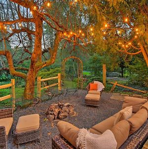 Camelback And Pocono Luxe Escape With Fire Pit And Hot Tub! photos Exterior