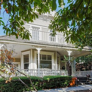 New Listing! Updated Victorian W/ Lake Union Views Home photos Exterior