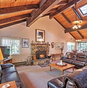 Spacious South Lake Tahoe House With Private Deck! photos Exterior