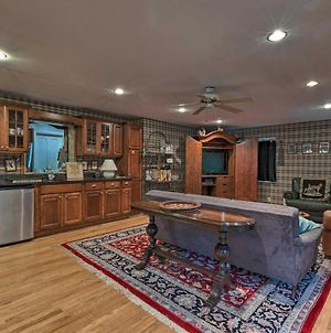 Family-Friendly Manhasset Home With Private Yard photos Exterior