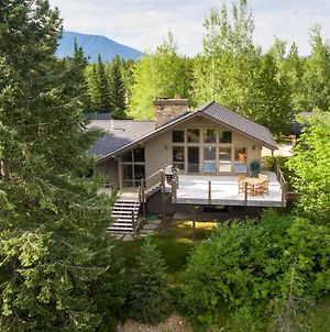 Stunning West Glacier Home With Majestic Mtn Views! photos Exterior
