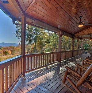 Year-Round Mountain View Hideaway With Deck & Hot Tub photos Exterior