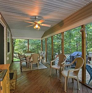 Peaceful Home With Deck Near Lake Wallenpaupack! photos Exterior