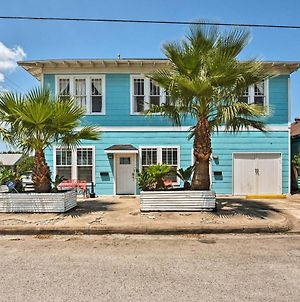 Updated Galveston Home - Walk To The Beach And Pier! photos Exterior