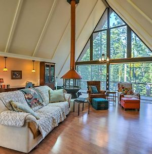 Gorgeous A-Frame Cabin With Deck - 1 Mi To Lake Tahoe photos Exterior