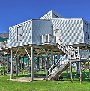 Bright Home With Ocean Views And Deck Walk To Beach! photos Exterior