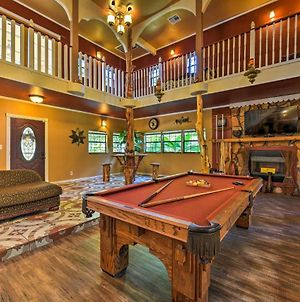 Spacious Conroe Home With Foosball & Pool Table! photos Exterior
