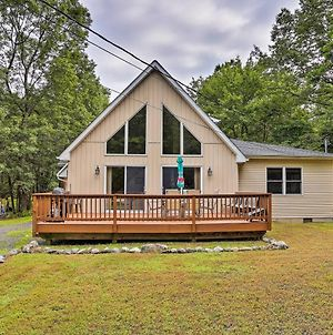 Poconos A-Frame Home With Pool Table And Lake Access! photos Exterior