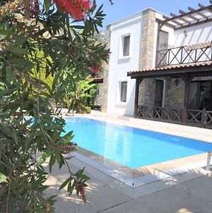 Gundogan Villa Sleeps 7 With Pool Air Con And Wifi photos Exterior