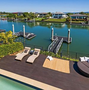 Luxury Suite + Private Living Room On Waterfront In Hope Island photos Exterior