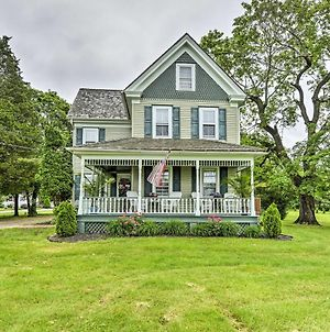 Horse Friendly Williamstown Farmhouse-Near Main St photos Exterior