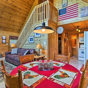 The Moonshine Cabin With Hot Tub- 3 Mi To Dollywood photos Exterior