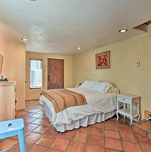 Cozy Blue Adobe With Steam Room 2 Mi From Taos! photos Exterior
