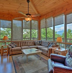 Cabin With Mount Leconte Views, Hot Tub, Pool Table! photos Exterior